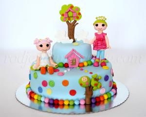 Na torti su se igrale neke nove Lalaloopsy lutkice