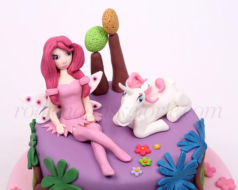 mia-i-jednorog-figurice-na-rodjendanskoj-torti