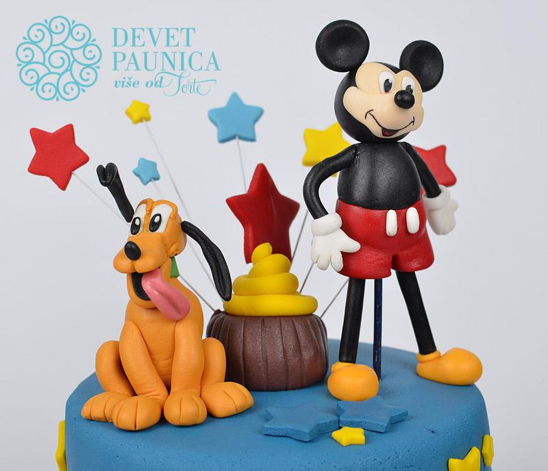 Veseli Pluton, kao da sluti da se sprema rođendansko slavlje :)