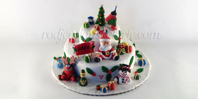 novogodisnja-torta-sa-deda-mrazom-sneskom-irvasom-jelkom