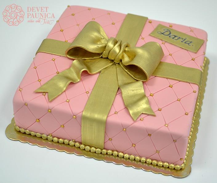poklon torta sa zlatnom masnom