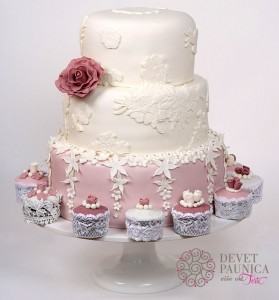 Shabby chic vintage wedding cake