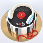 slusalice-i-ploca-rodjendanska-torte-za-dj-a