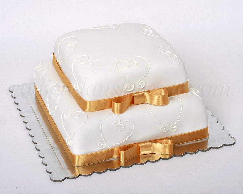 svecana-torta-na-sprat-sa-srcima-i-zlatnim-masnama