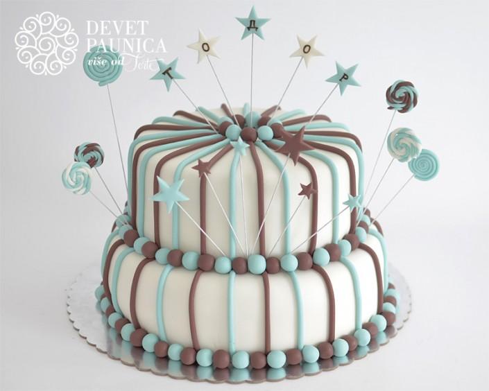 Svečana torta sa linijama i kuglicama