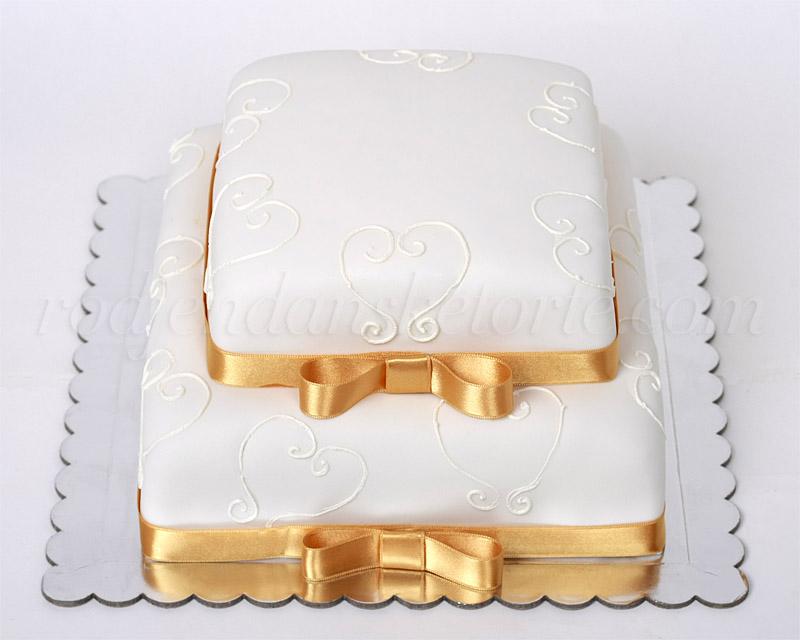 svecana-torta-sa-srcima-i-zlatnim-trakama