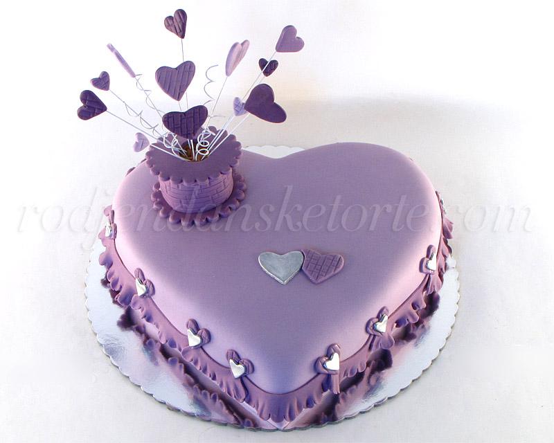 svecana-torta-u-obliku-ljubicastog-srca