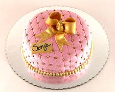 svecana-torta-sa-zlatnim-kuglicama