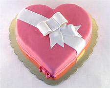 roze-torta-srce-sa-masnom