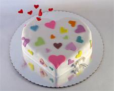 torta u obliku srca sa sarenim srcima