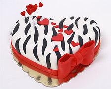 torta-zebrasto-srce-sa-malim-srcima-i-crvenom-masnom