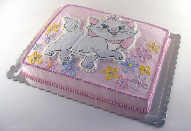 torta maca iz visokog drustva sa cveticima