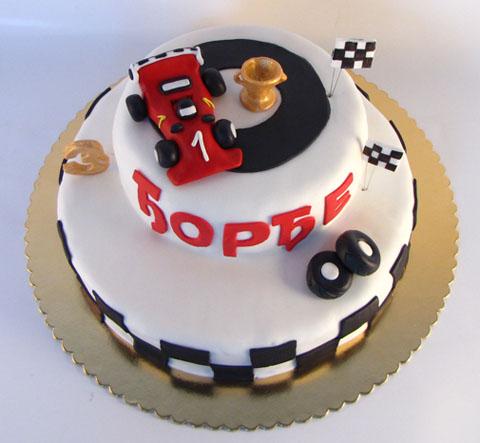 torta na sprat sa formula 1 i pehar figuricama