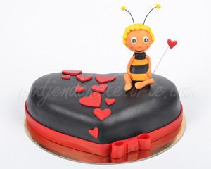 Vredna pčelica Maja i pored svih poslova uvek ima vremena za decu