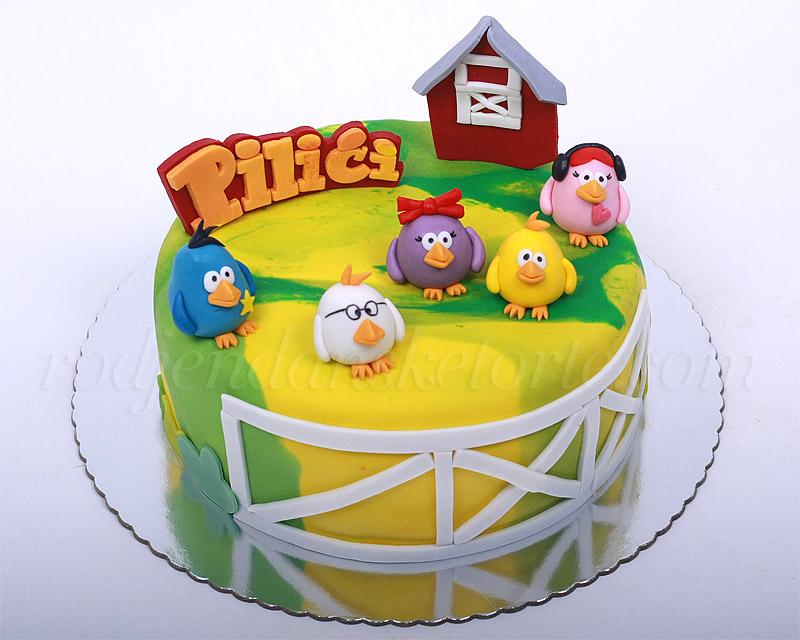 torta-pilici-druga-sa-maketom-kucice-i-ogradom