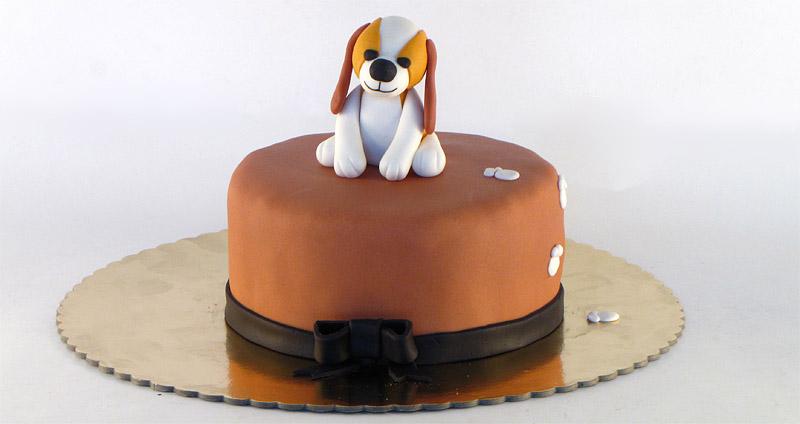 torta-plisana-kuca-sedi-figurica