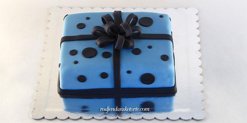 torta-poklon-crna-masna-tufne-plava