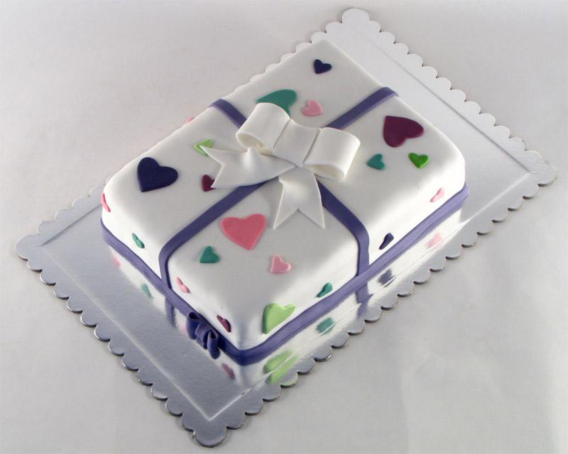 torta-poklon-masna-sarena-srca