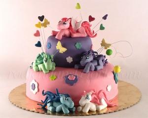 Torta sa figuricama ponija
