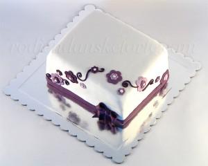 Torta sa lila svetićima