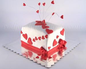 Torta sa crvenim srcima