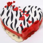 torta-zebrasto-srce-sa-crvenom-masnom-i-srcima