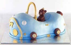 torta-u-obliku-auta-sa-figuricom-mede