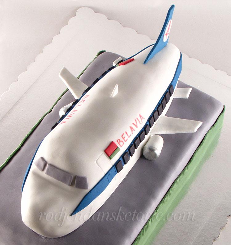 torta-u-obliku-aviona-belavia