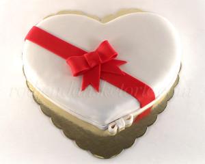 Srce - oblik koji znači ljubav, ovaj put u belom.