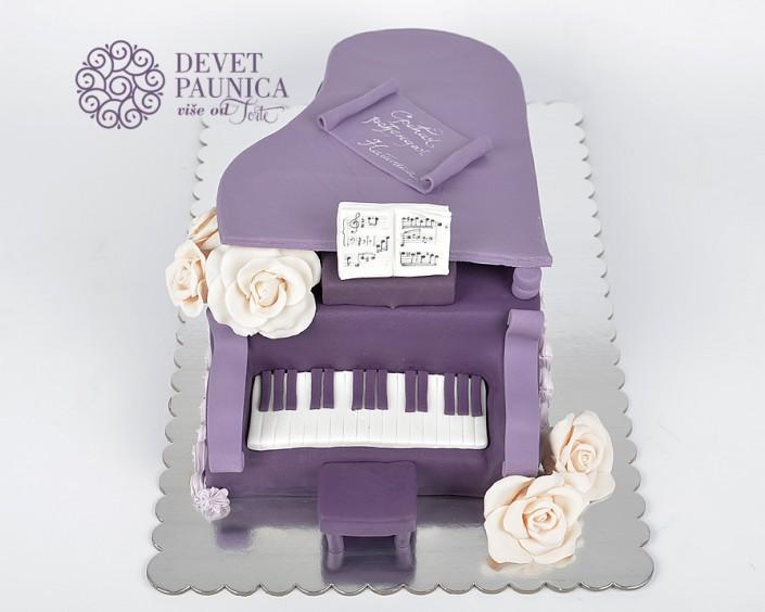 Torta u obliku klavira
