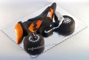 torta-u-obliku-motora-ktm