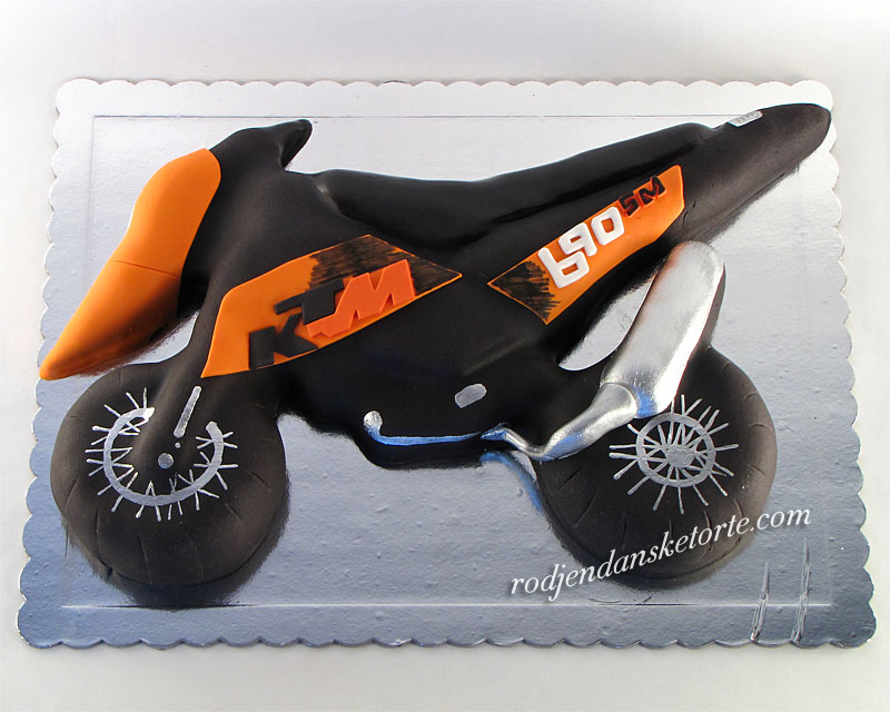 torta-u-obliku-motora