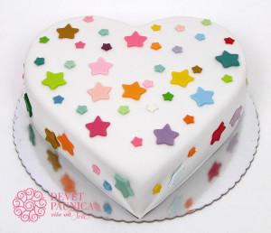 Srce torta sa šarenim srcima