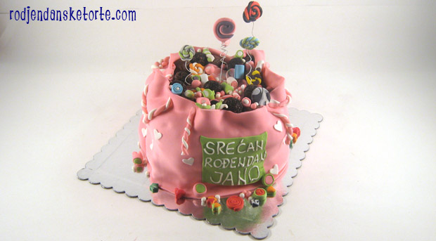 torta u obliku vrece pune slatkisa
