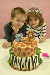 veselo slikanje sa tortom