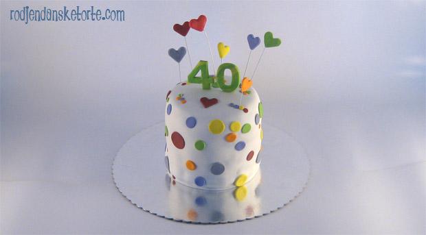 visoka torta sa tufnicama i srcima